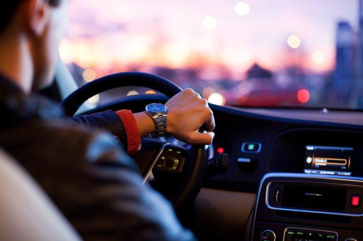 車の下取と買取はどっちが高く売れる?